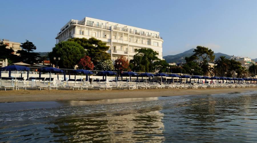 Grand Hotel 4 stelle direttamente sul mare