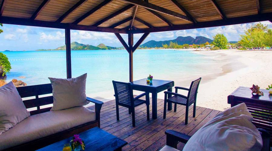Cocos Hotel - Beachside Lounge