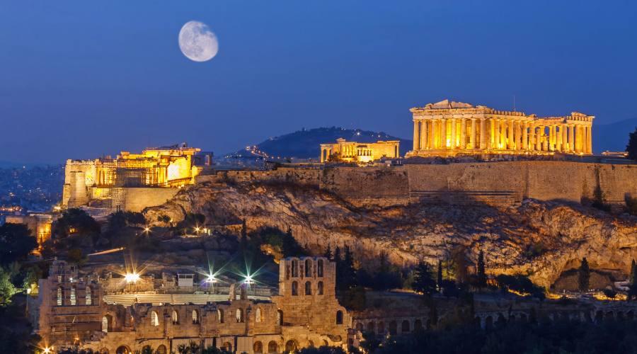 Il Partenone di sera
