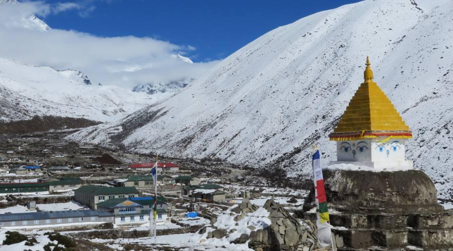Paesaggio himalayano e stupa