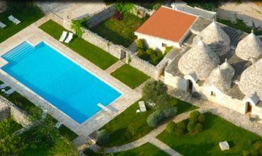 Trulli e Muretti a Secco: Caratteristica Masseria Resort nel Cuore Verde della Puglia