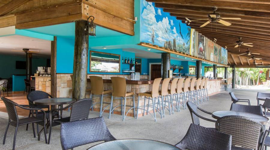 The Veranda Resort & Spa - il bar sulla spiaggia