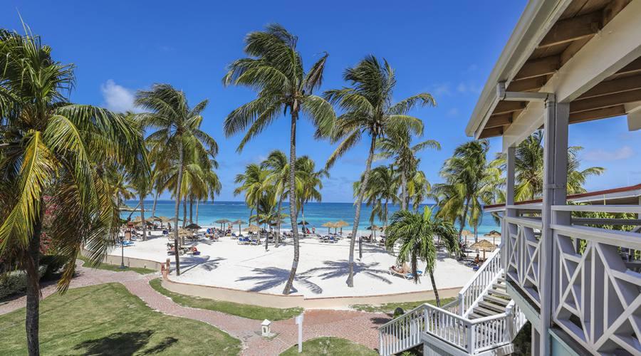 La spiaggia del Pineapple Beach Club