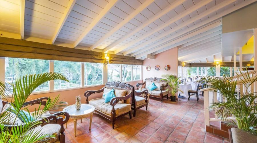 Pineapple Beach Club - zona relax del ristorante