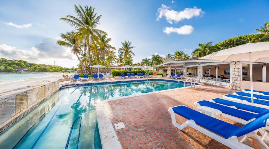 Una delle piscine del Pineapple Beach Club
