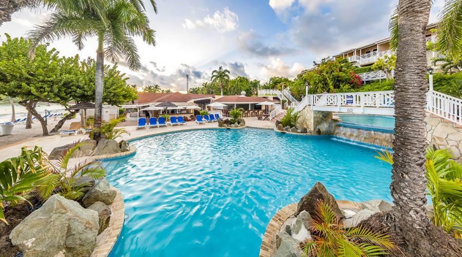 Pineapple Beach Club - la piscina principale