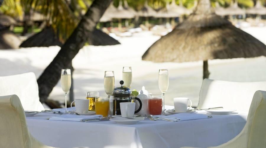 Una romantica colazione sulla spiaggia