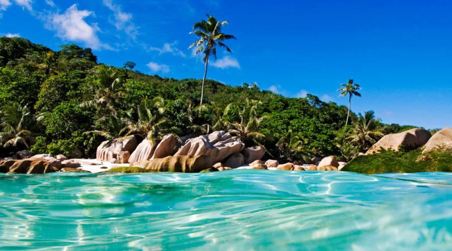 Un tratto di costa dell'isola
