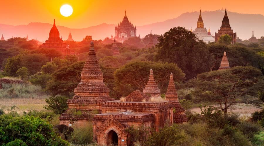 Lo splendore di Bagan al tramonto