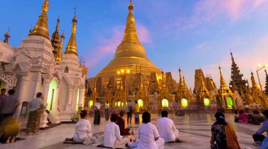La Shwedagon Pagoda di Yangon