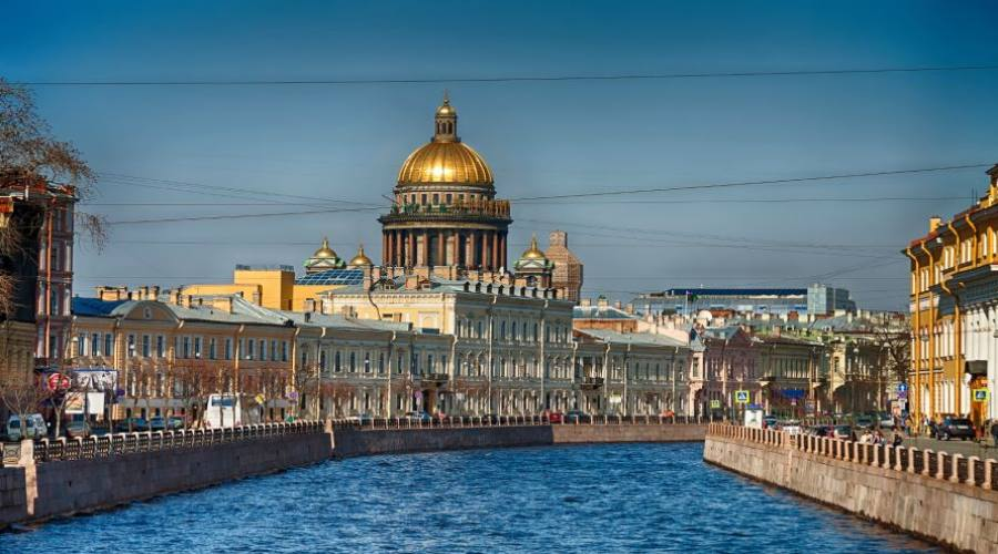 San Pietroburgo canale e sullo sfondo Sant'Isacco