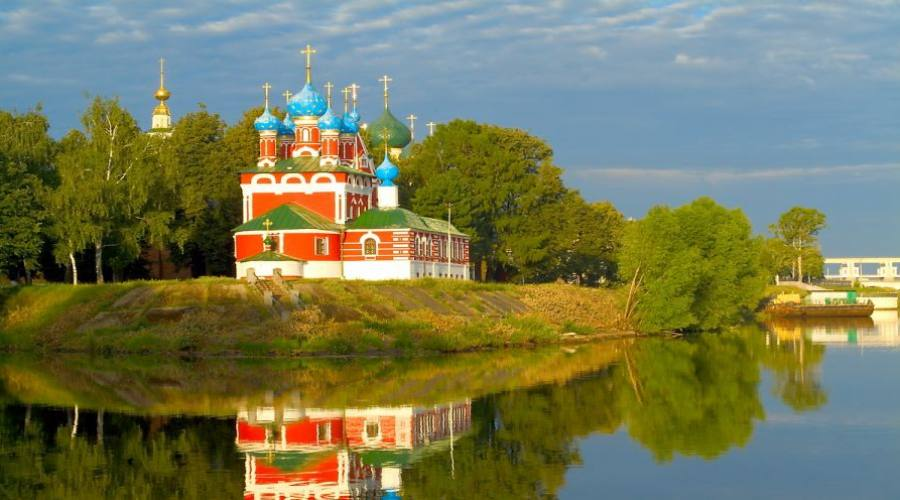 Vista di Uglich dal Volga