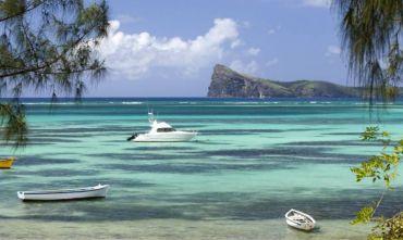 Mauritius in catamarano in un mare dai più svariati colori