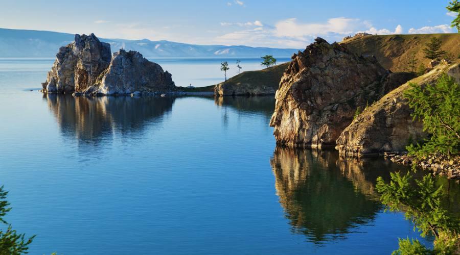 Capo Burhan e Shaman Rock sull'isola di Olkhon lago Baikal