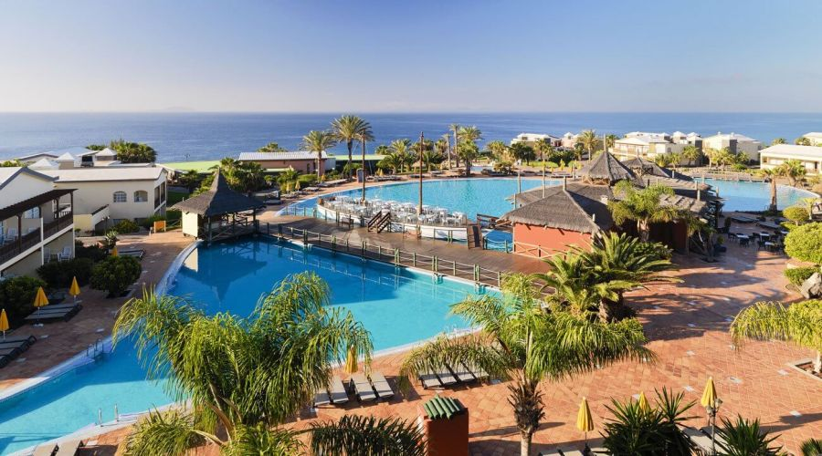 panorama piscina e mare