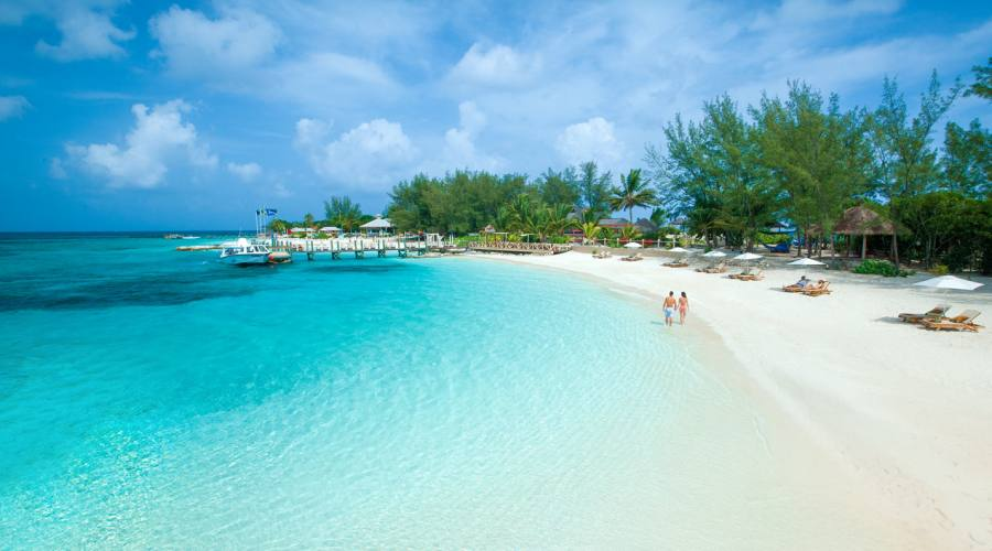 La splendida spiaggia del Sandals Royal Bahamian Spa Resort