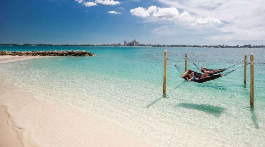 Relax sull'amaca in riva al mare