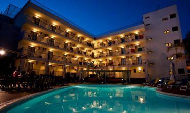 Hotel Club 4 stelle con accesso diretto al mare