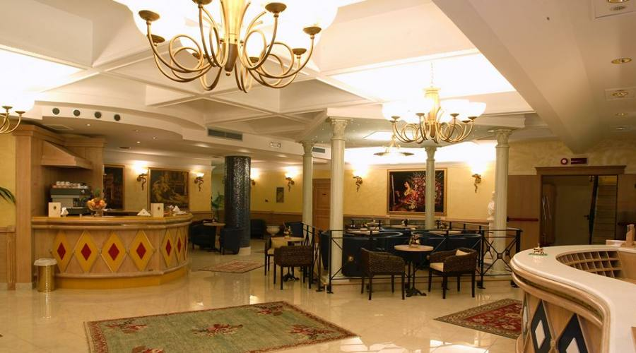 Hotel 4 stelle stile romano for Hotel 4 stelle barcellona centro