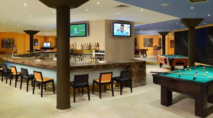 Hotel Catalonia: Bar Sports