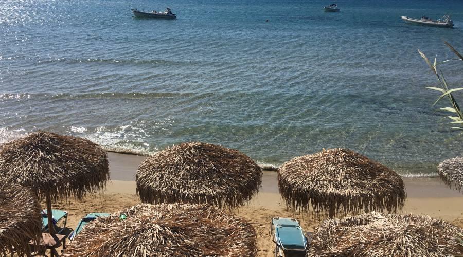 Una delle bellissime spiagge di Paros