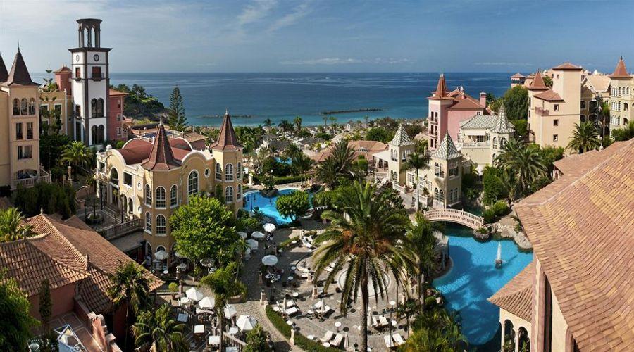 vista dell'hotel e del mare