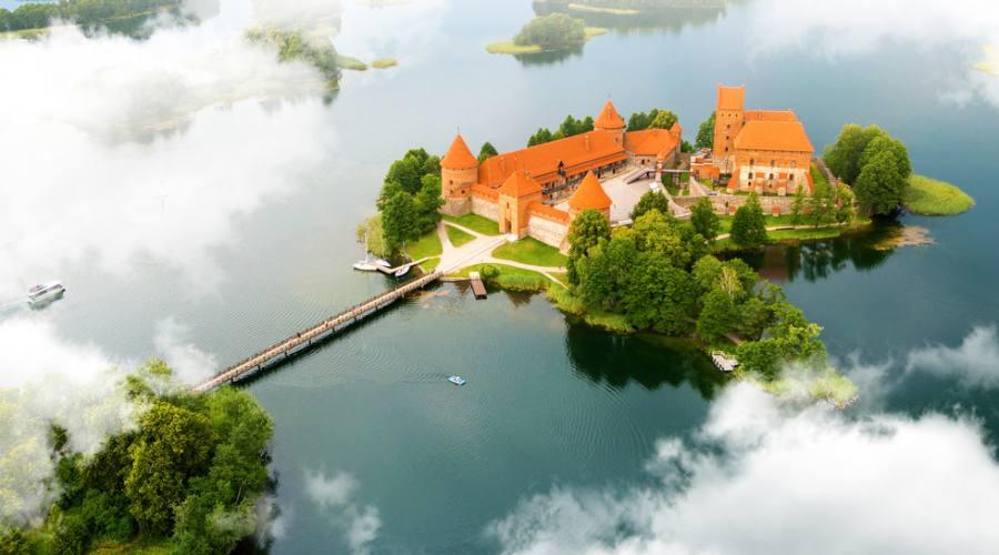 Lituania vista aereo dell'antico castello di Trakai