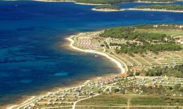 Villaggio circondato dalla vegetazione mediterranea