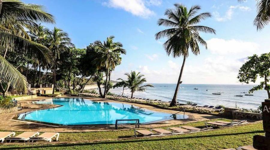piscina fronte spiaggia