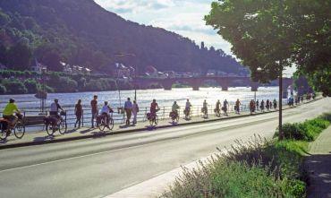 Tre capitali in bici: bellissimo tour di gruppo con accompagnatore