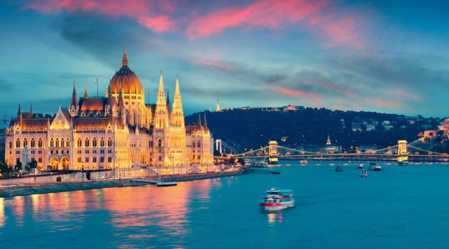 Budapest, il parlamento dal fiume