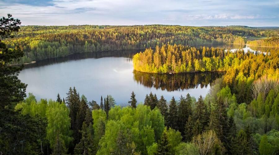 Uno dei numerosi laghi