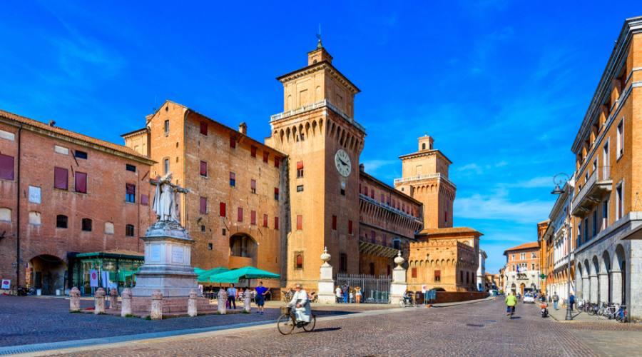 Ferrara, Piazza Savonarola