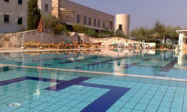 Hotel 4 stelle con spiaggia privata ed attrezzata