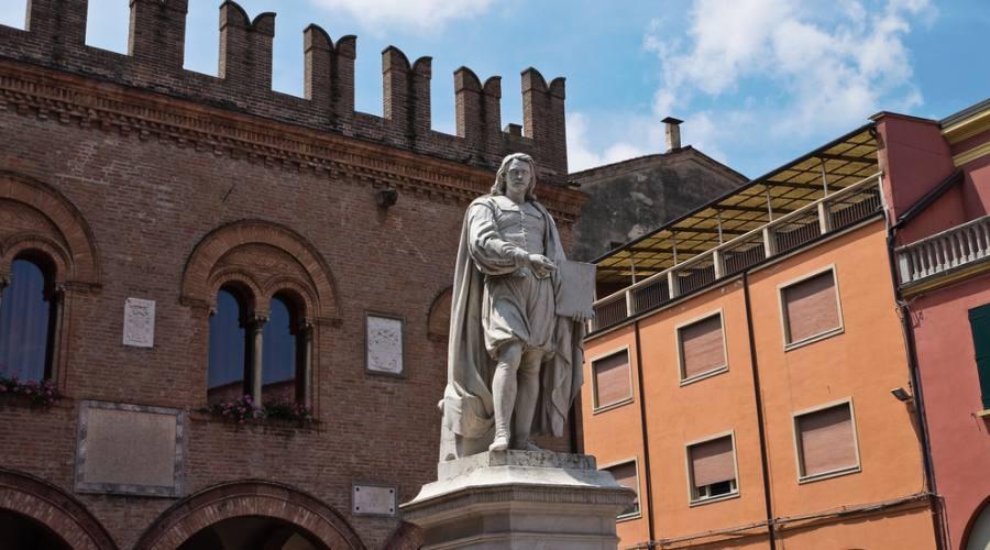 Cento, statua del Guercino