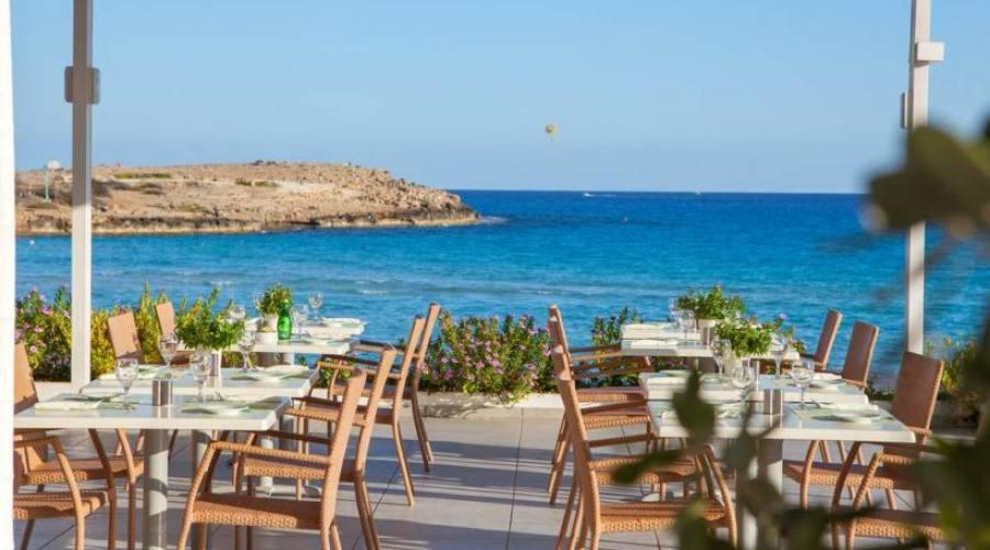 ristorante all'aperto vista mare