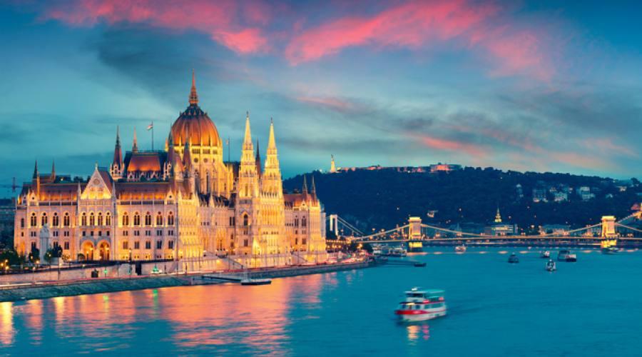 Budapest, sul fiume la sera