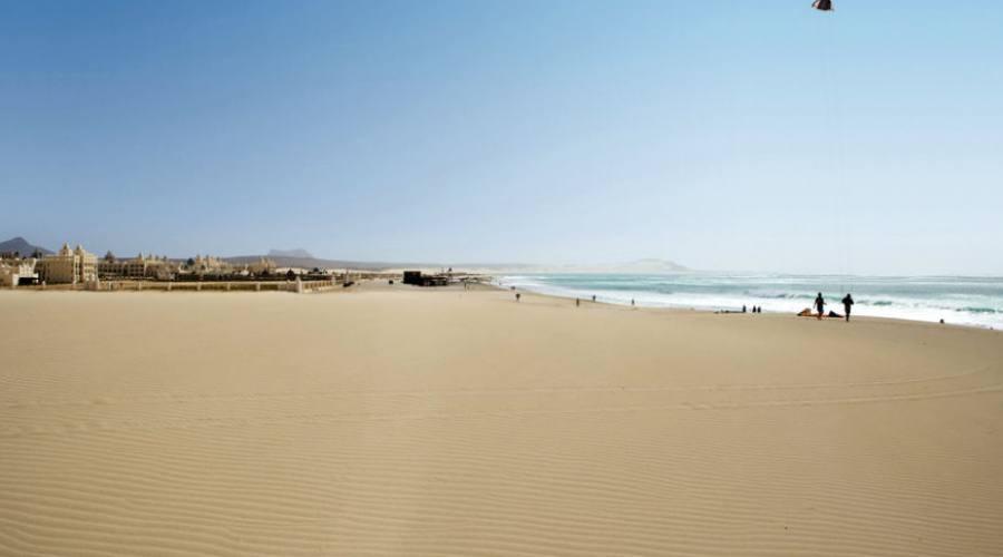 Spiaggia vicino al villaggio