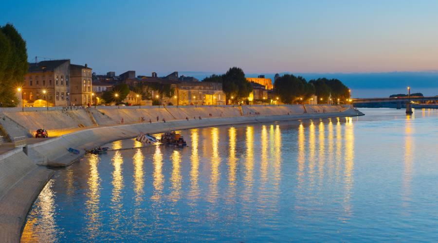 Lungo il fiume ad Arles