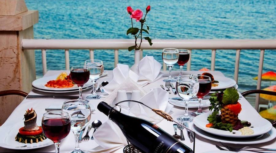 una cena in riva al mare