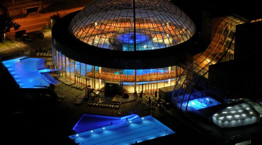 Panoramica notturna dalla cupola di vetro