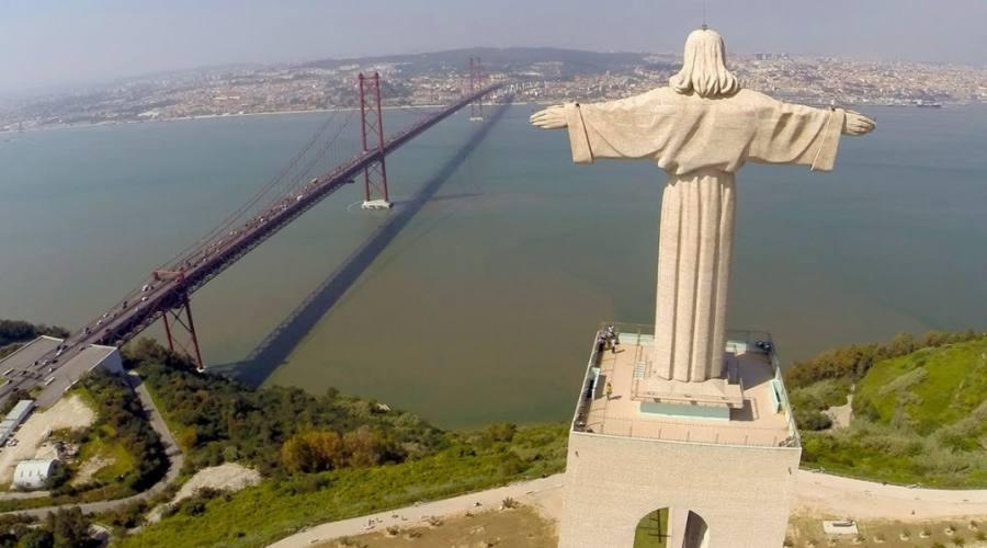 La statua di Cristo Rei a Lisbona