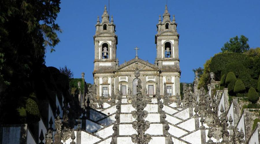 La famosa scalinata barocca del santuario del Bom Jesus