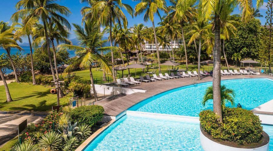 La piscina e i giardini de La Creole Beach Hotel