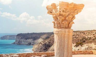 Amiche in viaggio sull'isola di Afrodite