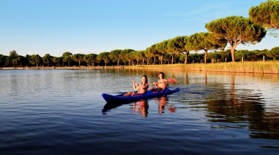 Sul lago in canoa...