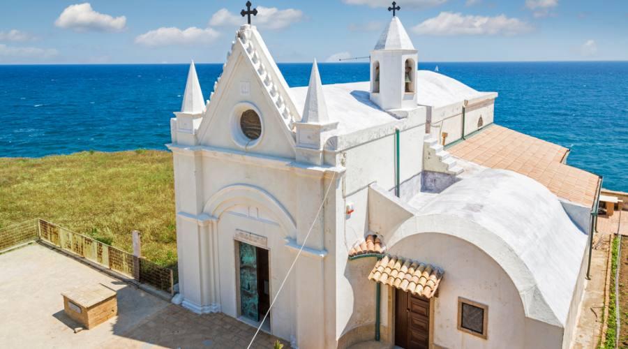 Chiesa bianca a Capo Colonna