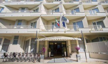 Hotel 4 Stelle sul lungomare della Versilia
