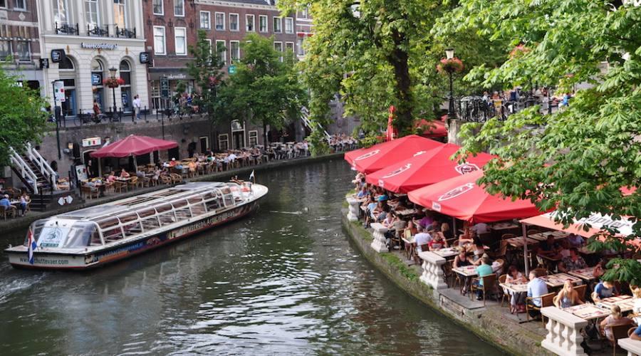 Localini lungo i canali a Utrecht