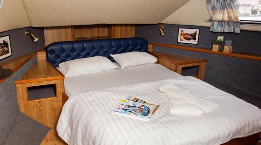 cabina houseboat